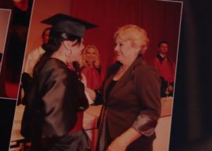 Eu e minha mãe na formatura.