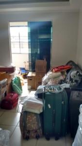 Chegando de mala e cuia no novo apartamento.
